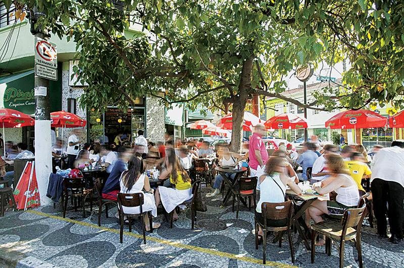 O calçadão: cenário para provar as criações do Português
