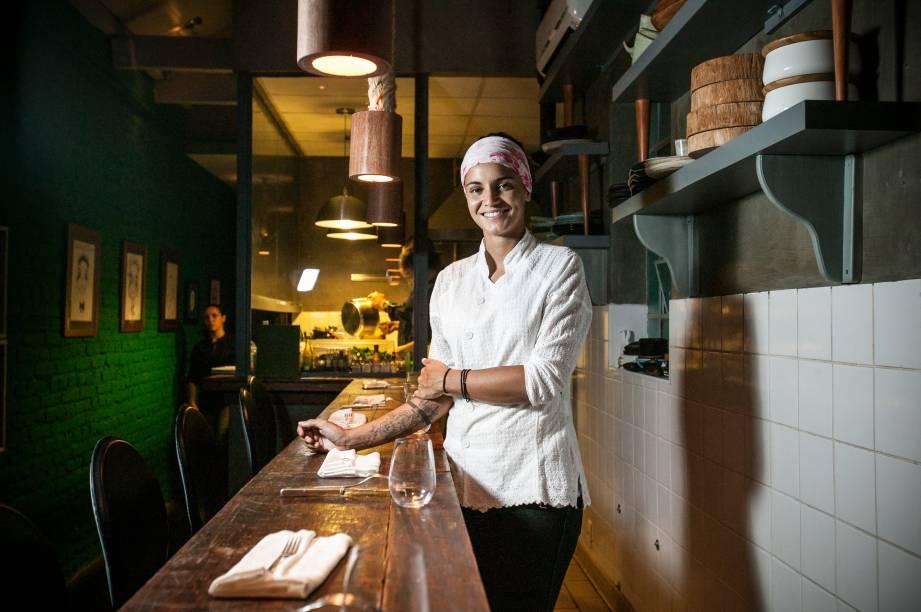 A chef Renata Vanzetto: concentração total na cozinha, que funciona só de terça a quinta