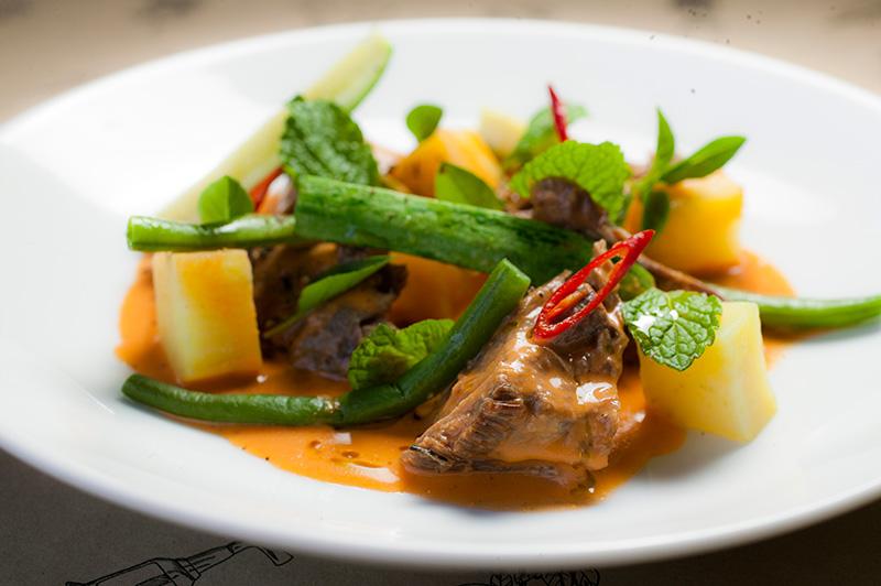 Curry de cordeiro com legumes