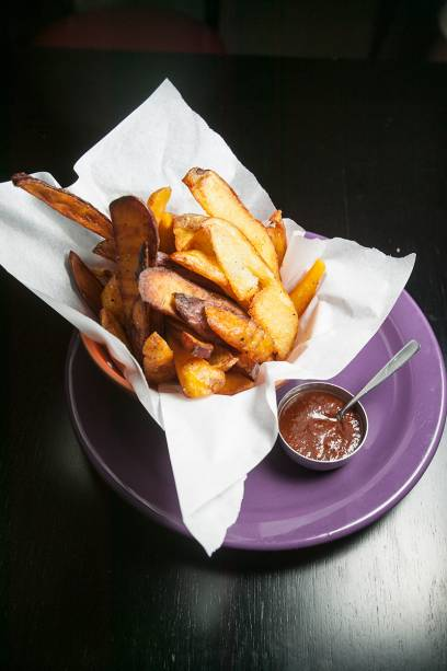 Porção: de batatas inglesa e doce mais mandioquinha fritas