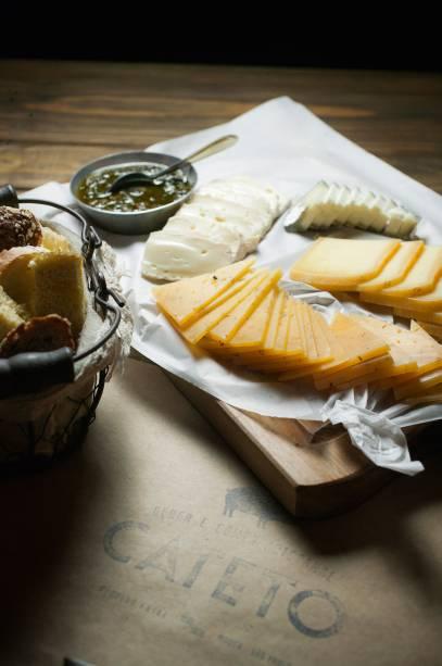 Cateto: tábua de queijos
