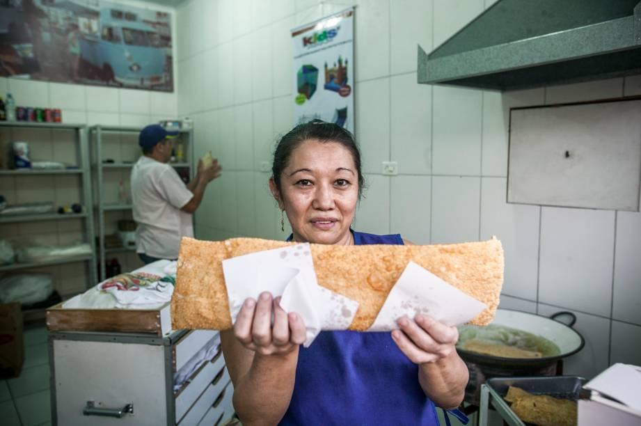 A pasteleira Sueli e seu pastel gigante