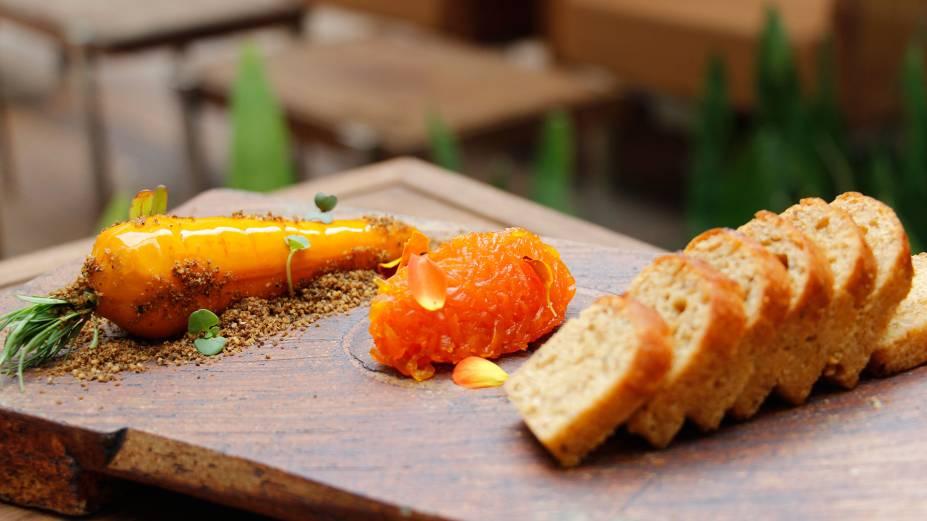Cenoura cremosa de foie gras e brioche de especiarias