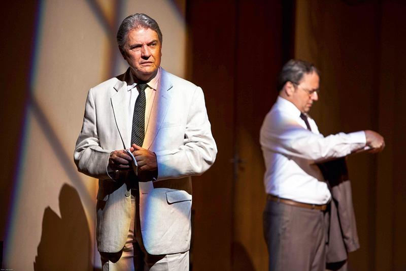 O drama tem direção de Eduardo Tolentino de Araújo