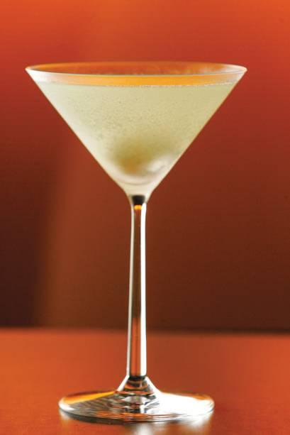 Vodca, vermute, licor de lichia e raiz-forte compõem o leve martini wassabi