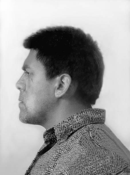 Acusado injustamente de um violento assalto, o chileno Bernardo Oyarzun criou uma obra em que ele é tido como criminoso