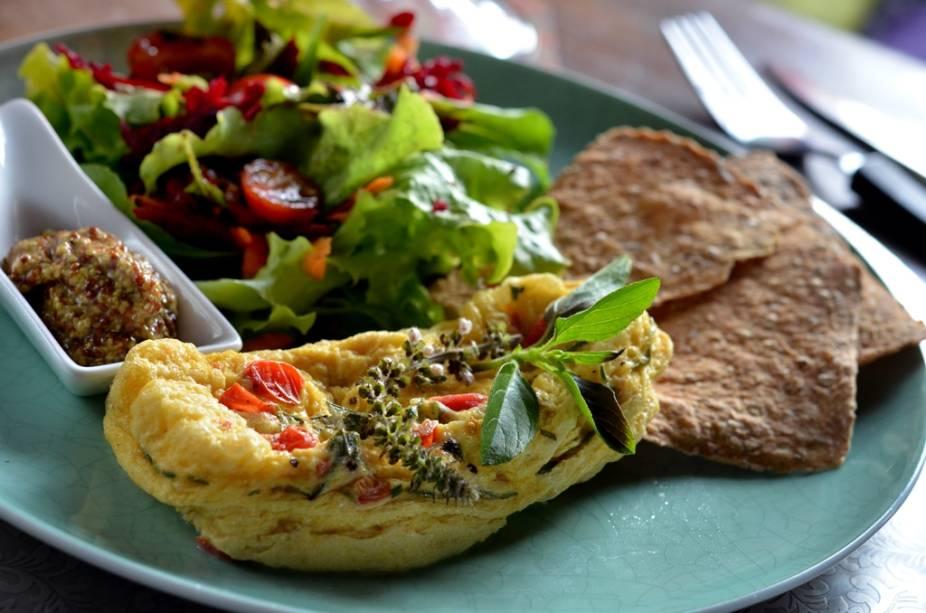 Bistrô Ó-Chá: omelete de queijo com molho de mostarda à l'ancienne