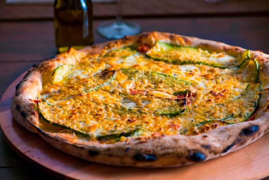 Uma das melhores pedidas, a zucchine leva abobrinha grelhada, queijo brie, parmesão e alho