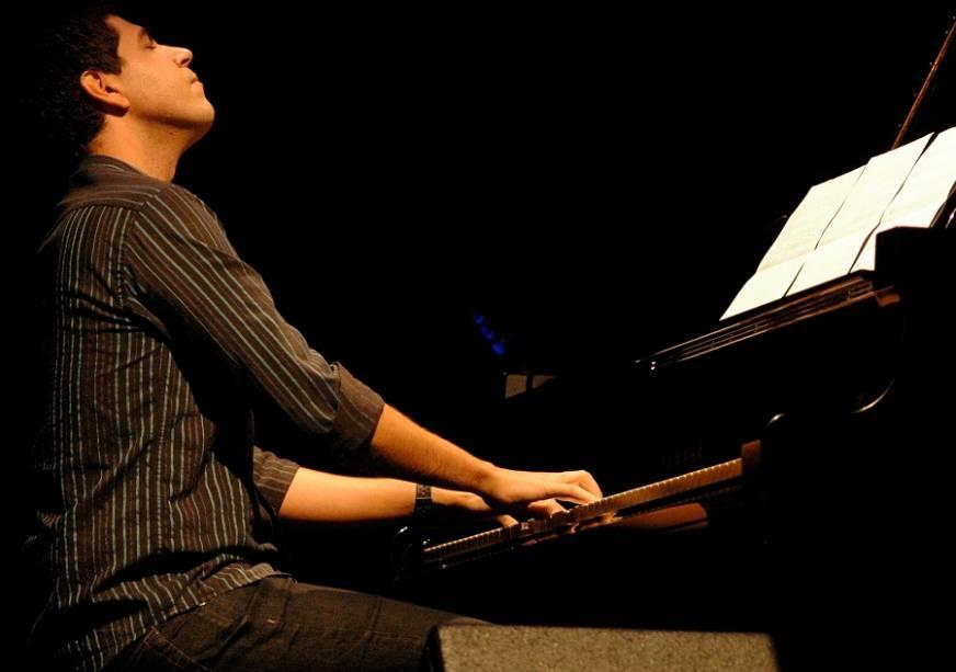 O pianista brasileiro André Mehmari