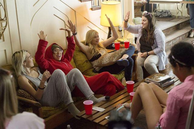 Vizinhos 2: elas querem fazer uma festa melhor que os meninos