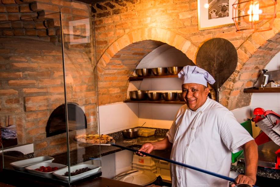 Ex-Bráz, o pizzaiolo Justino da Silva Ferreira toma conta do forno