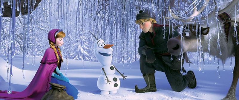 Anna, o boneco de gelo, Kristoff e a rena: aventura na neve
