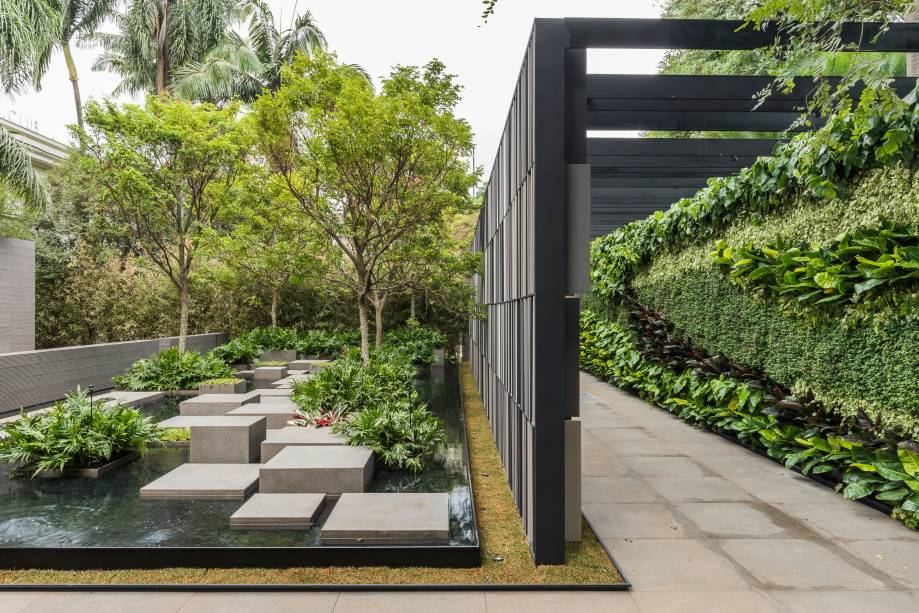 O jardim de entrada de Alex Hanazaki