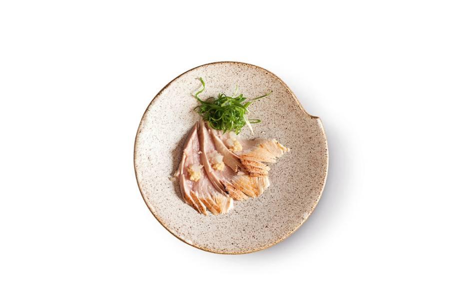 Peixe-serra: transformado em sashimi com nabo e gengibre