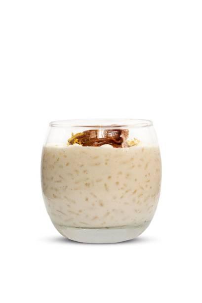 Arroz-doce: cozido no leite com laranja e baunilha e uma colherada de doce de leite