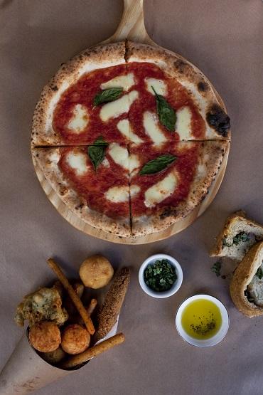 Margherita da Napoli Centrale: com molho de tomate, mussarela e manjericão