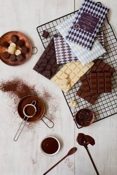 Intenso, branco e ao leite: Maria Brigadeiro faz três versões de chocolate em barra