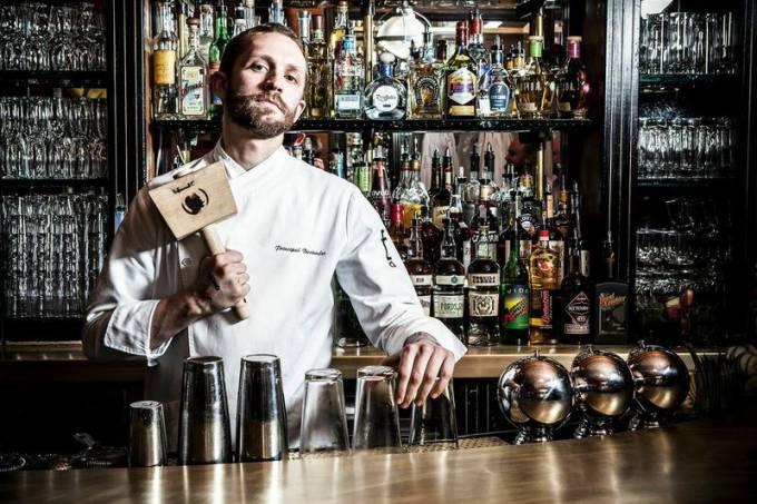 steve-schneider-against-bartender-subastor3.jpeg