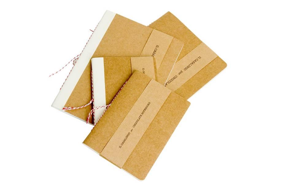 Cadernos com folhas de papel-manteiga ou intercaladas com outras variedades, R$ 16,90 o pequeno e R$ 26,90 o grande. Chocolate Notebooks para Il Casalingo.
