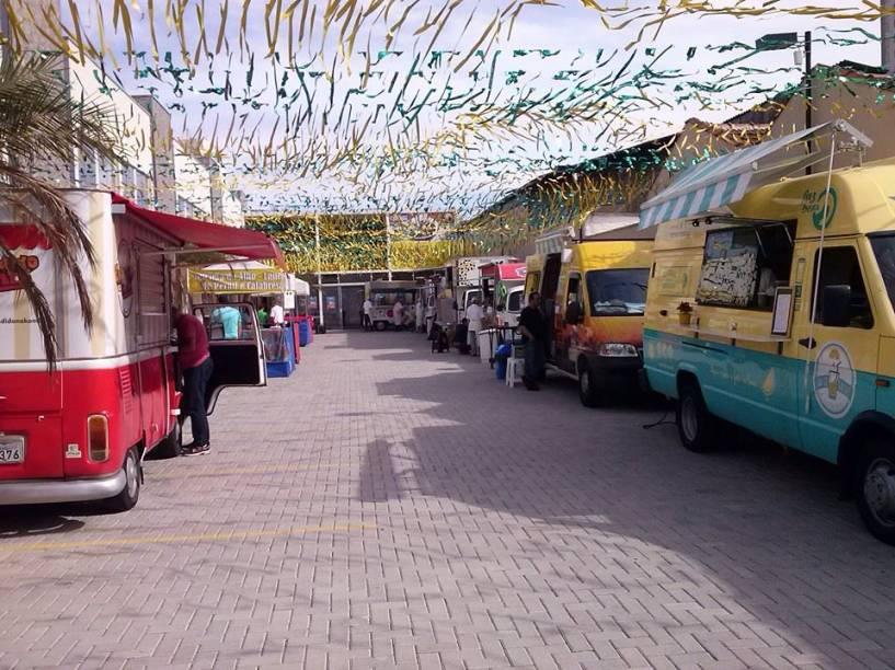 Pátio Gastronômico: espaço reúne food trucks e barracas de comidinhas