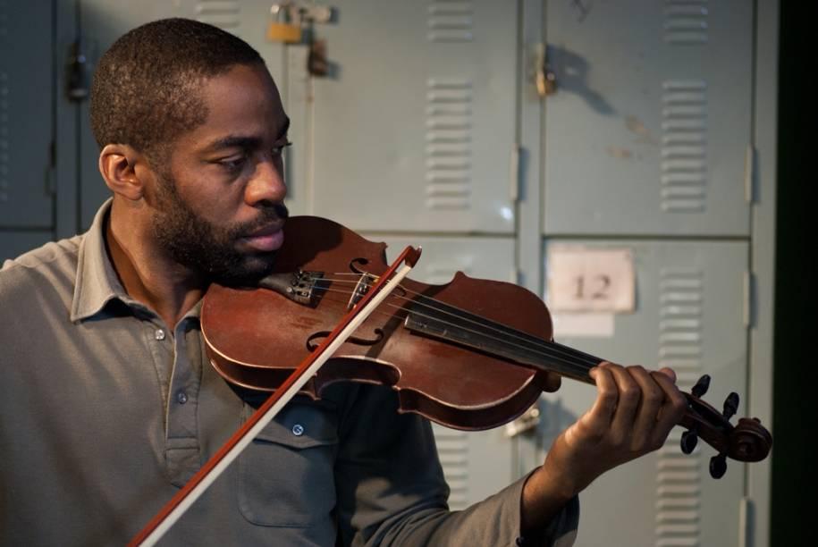 Tudo que Aprendemos Juntos: Lázaro Ramos é um violinista que vai lecionar em uma escola de música na periferia