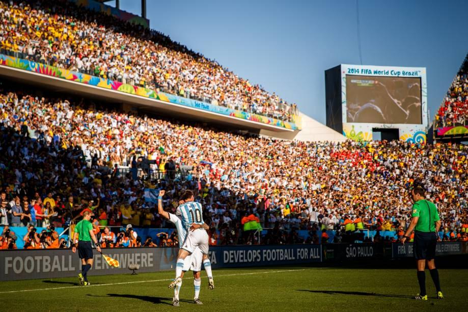 Torcida presente na partida entre Argentina e Suíça depredou cadeiras da Arena Corinthians