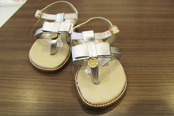Sandália infantil (tamanhos 22 ao 30): 79 reais, na Paola da Vinci (Rua Oscar Freire, 958, Jardins)