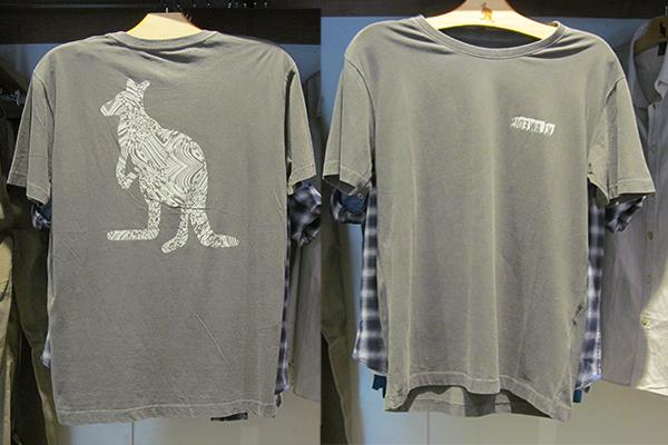 Camiseta com gola careca e estampa de canguru: 89 reais, na Sidewalk (Rua Augusta, 2751, Jardins. Esquina com a Rua Oscar Freire)
