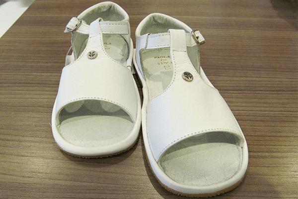 Sandália infantil (tamanhos 24 a 30): 80,40 reais, na Paola da Vinci (Rua Oscar Freire, 958, Jardins)