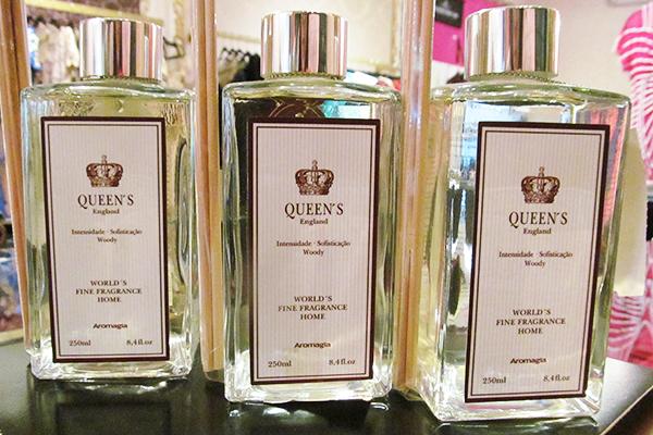 Fragrância para casa (250 ml): linha Queens England, da Aromagia, 49 reais cada, na Cafofochic (Rua Oscar Freire, 954, Jardins)