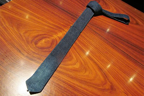 Gravata jeans: 89 reais, na Aramis Menswear (Rua Oscar Freire, 672, Jardins)