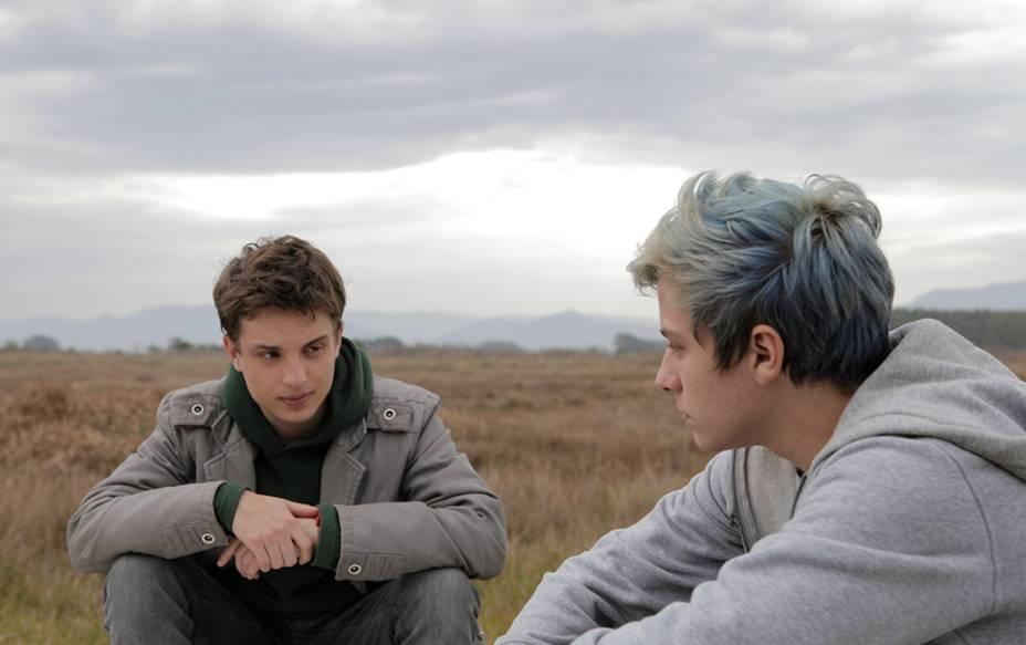 Beira-Mar: os jovens atores Mateus Almada e Maurício José Barcelos