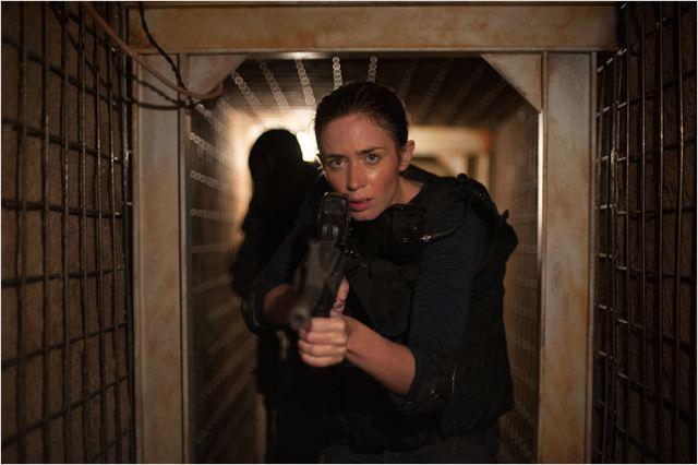 Sicario - Terra de Ninguém: Emily Blunt interpreta Kate Macy, uma agente do FBI