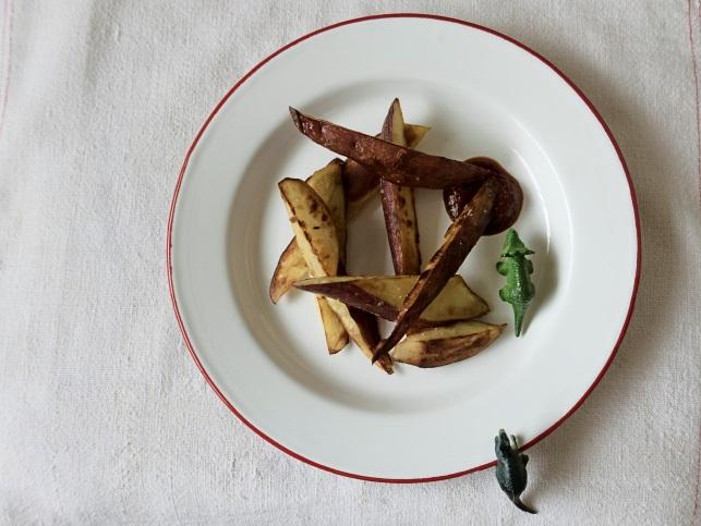 """Batata doce """"frita de mentirinha"""" com ketchup caseiro"""