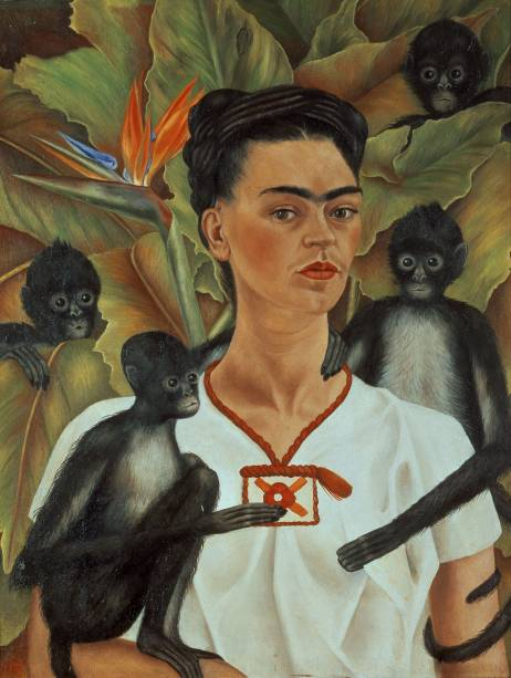 Um dos destaques da mostra é o autorretrato da artista com os seus macacos de estimação