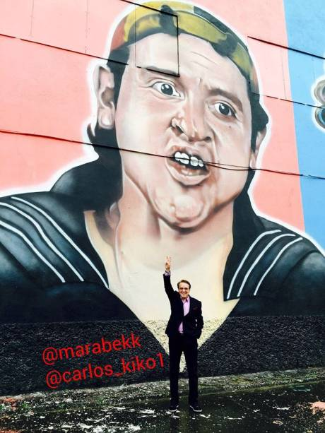 Ator foi conhecer mural feito em sua homenagem pelo grafiteiro Paulo Terra