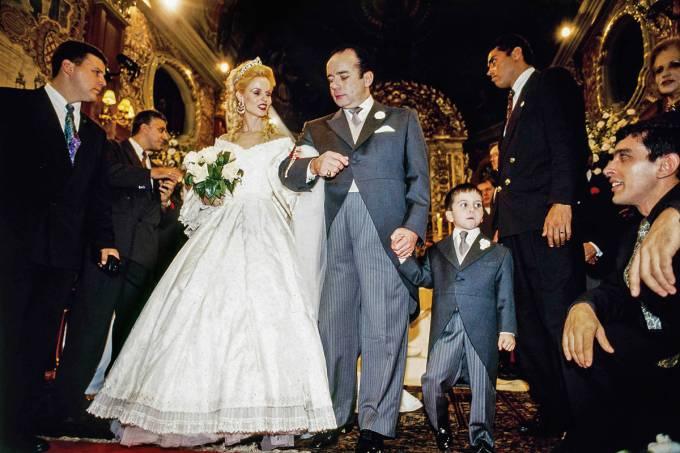 chiquinho-scarpa-se-casando-com-carola-de-oliveira-na-igreja-nossa-senhora-do-b_-42238255-jpg.jpeg