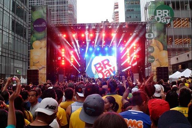Palco do Brazilian Day que reúne mais de 1,5 milhão de pessoas em Nova York no domingo (6)