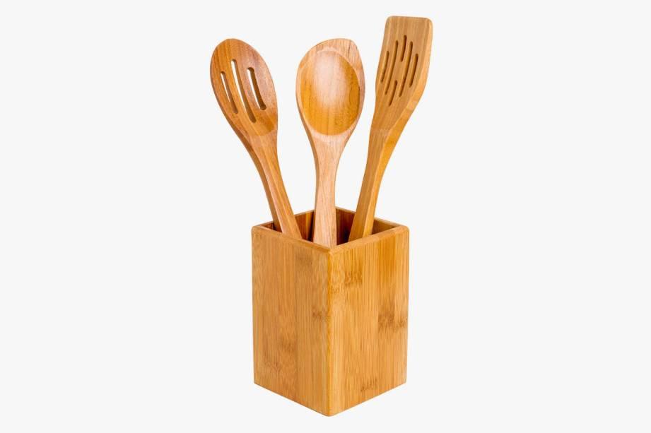 R$ 136,00. Conjunto com oito peças de bambu.