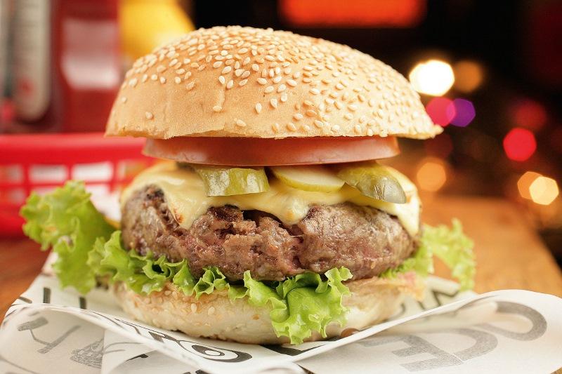 O cliente monta seu lanche por um preço único noStunt Burger