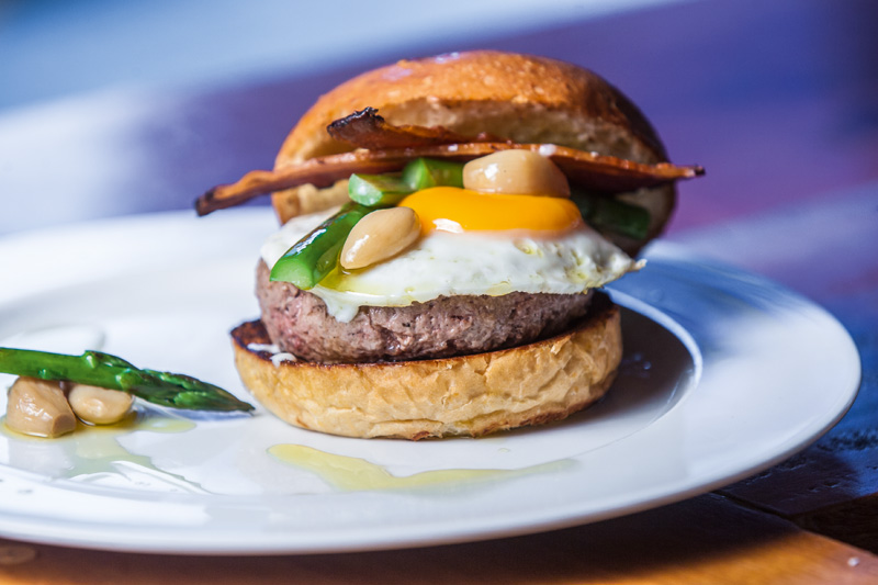 Zoiudo: hambúrguer servido só noMeats do Jardim Paulista