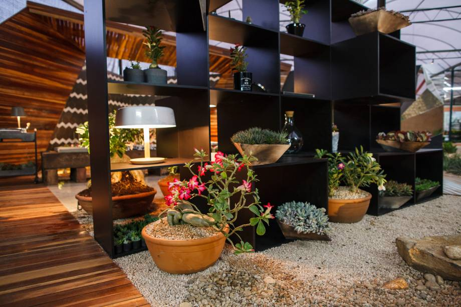 O Living é de criação de Dirceu Daieira e Fernanda Souza Leme , arquitetos, urbanistas e paisagistas.