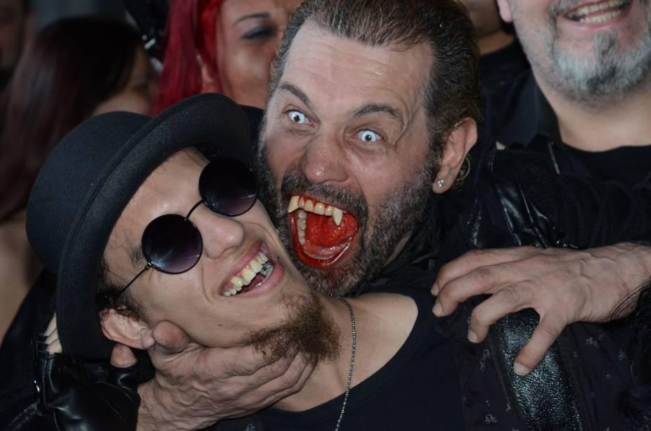 Público se diverte durante a comemoração do Dia do Vampiro, em São Paulo