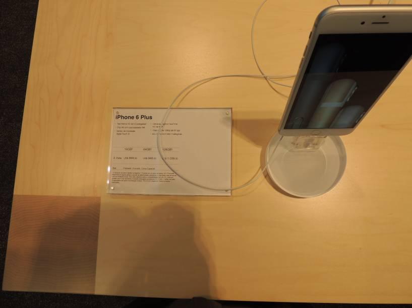 Modelos como iPhone 6 plus, com tela maior, também estão sendo vendidos