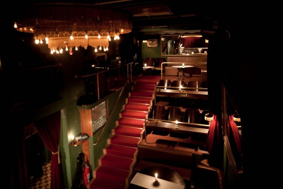 Casa de Francisca: mesas e cadeiras de teatro somam 44 lugares