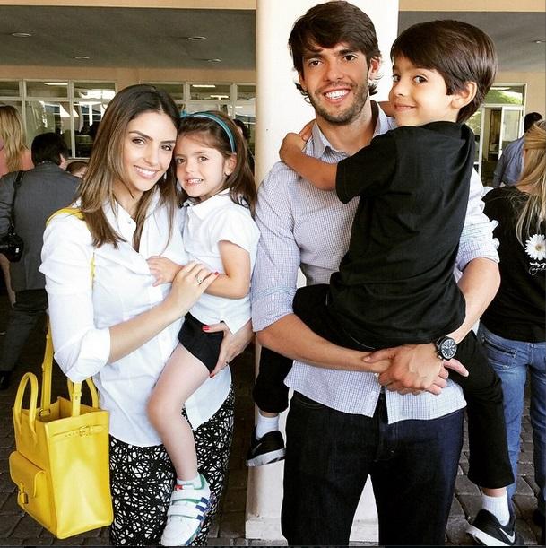 Carol Celico e Kaká com os filhos Isabella e Luca