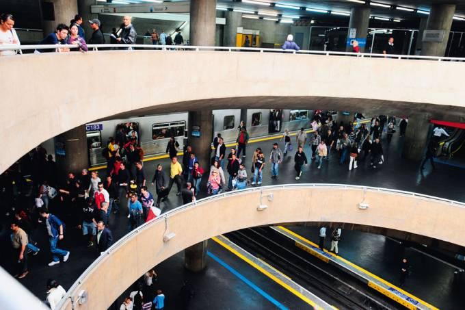 interior-da-estacao-do-metro-se-jpg.jpeg