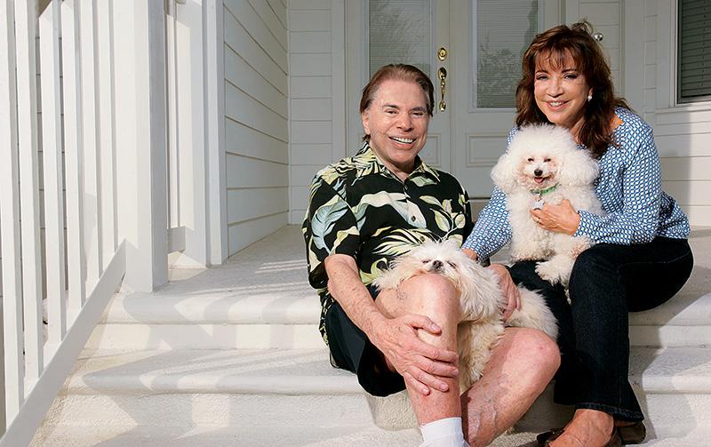 """Com Iris, o poodle Tito e o lhasa apso Bolha: """"Deus me deu muita sorte"""""""