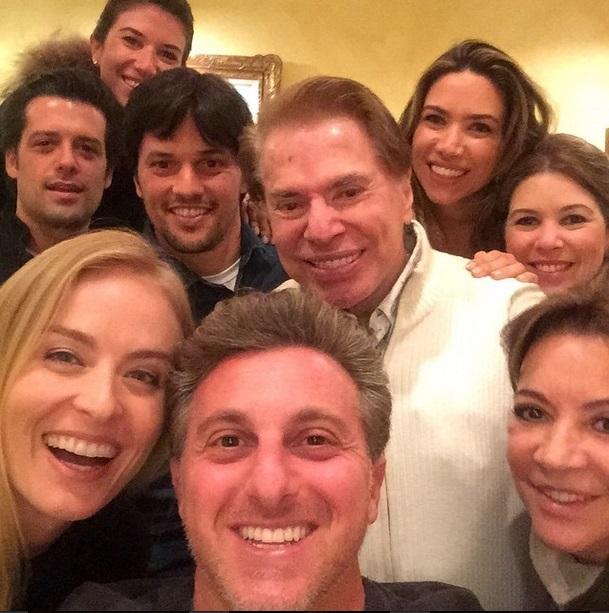 Selfie: família Abravanel se reuniu com apresentadores da Globo