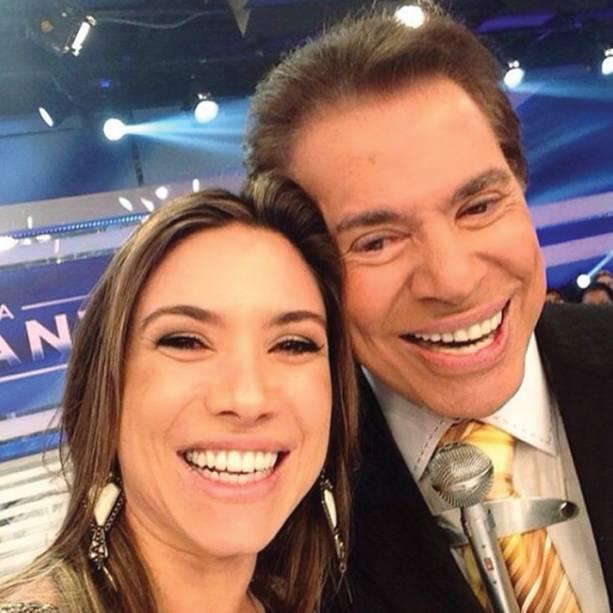 Selfie de Patrícia Abravanel com o pai nos estúdios do SBT